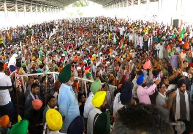 Karnal Kisan Mahapanchayat  Farmers gather in Karnal for mahapanchayat, officials hold talks