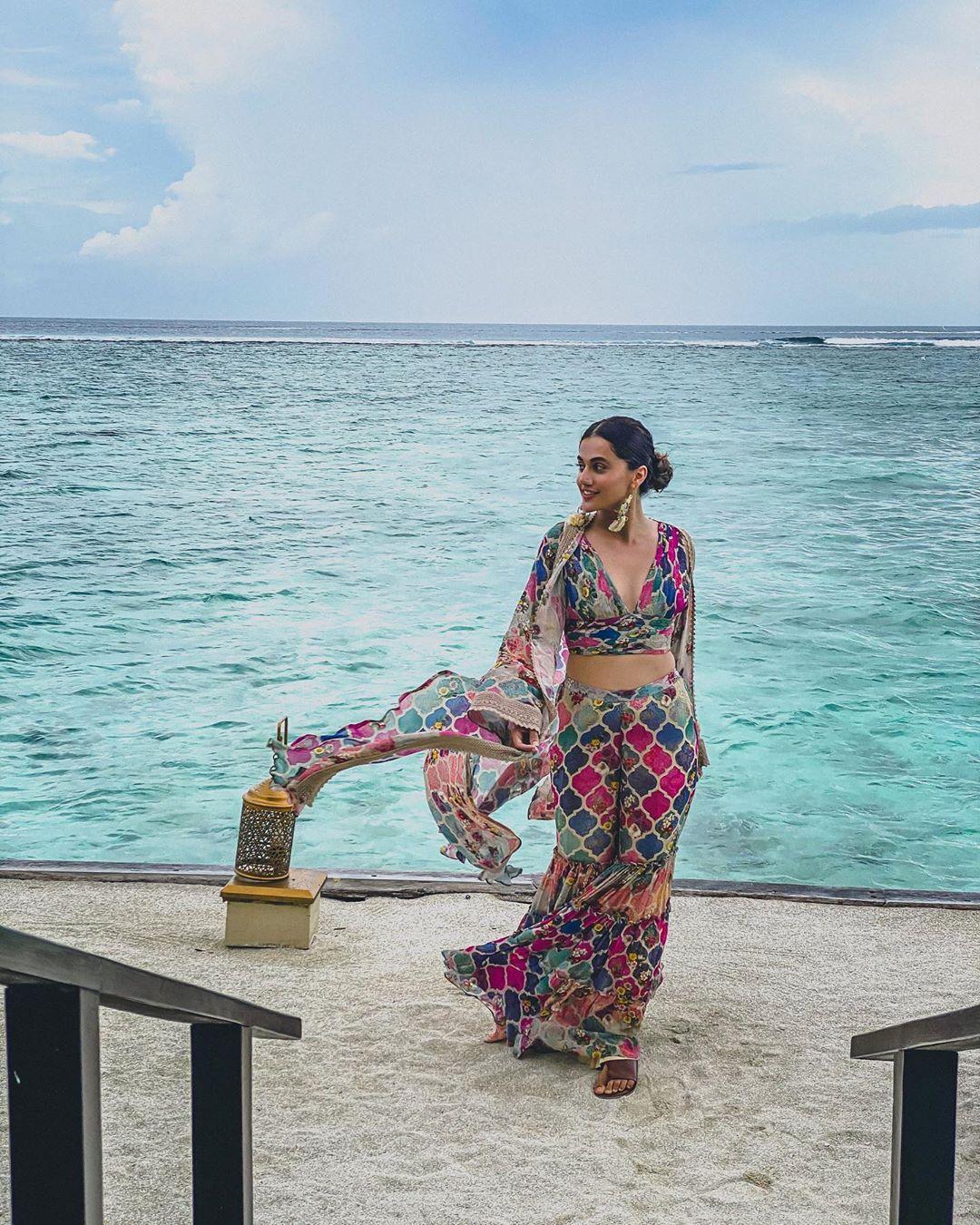 Taapsee Pannu's tropical parody vibes and summery resort wear leave Neena Gupta impressed